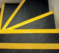 Fotogalerie: Protišmykové GRP schodiskové nášľapy